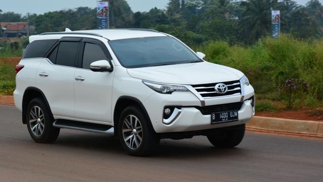 SUV bán chạy nhất Việt Nam vẫn thuộc về tay Toyota Fortuner
