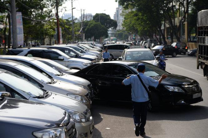 Các quy tắc giữ an toàn cho ô tô khi đậu xe ngoài bãi công cộng