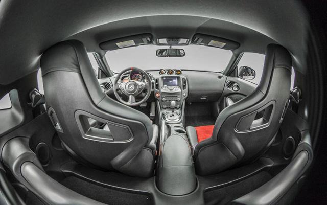 Nissan-370Z-niem-tu-hao-cua-hang-Nissan-02.jpg