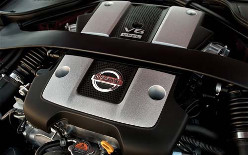 Nissan-370Z-niem-tu-hao-cua-hang-Nissan-03.jpg
