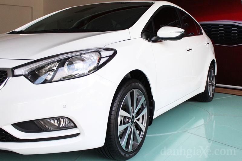 Kia K3 phiên bản facelift với mẫu đèn pha vướt ngược (2).jpg