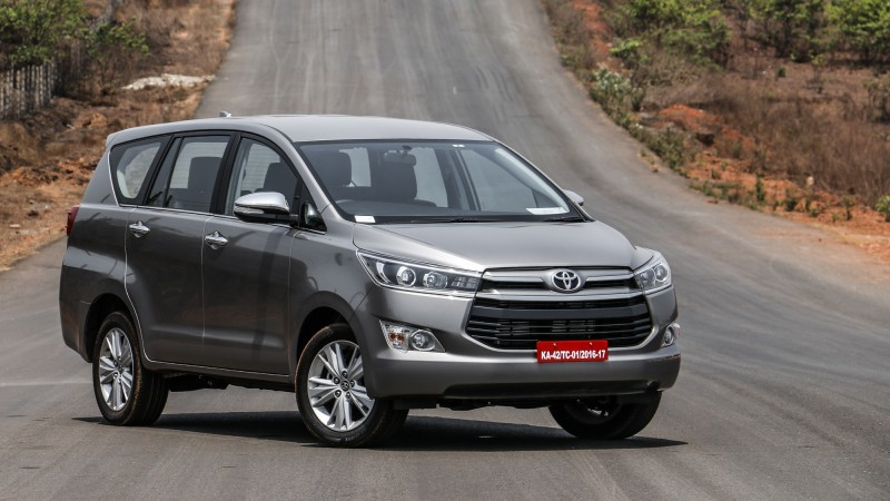 Có nên mua ô tô Toyota Innova cũ nhập khẩu trong thời