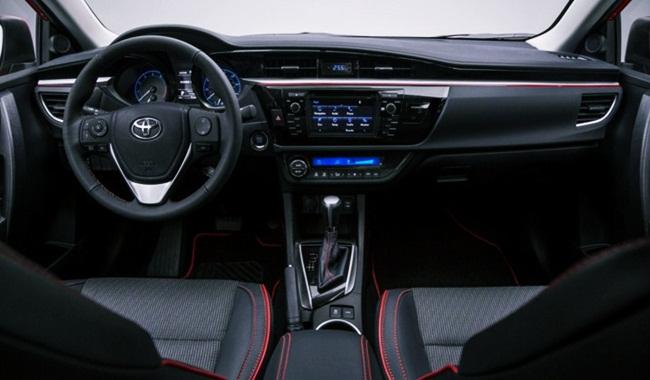 Tập trung nhiều hơn về tính cao cấp và các chất liệu phong cách trong cabin là sự thay đổi lớn nhất của Toyota Camry 2018.