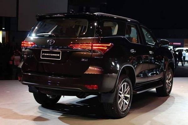 Cái tên sáng giá cho dòng xe gia đình - Toyota Fortuner 2017 (2).jpg
