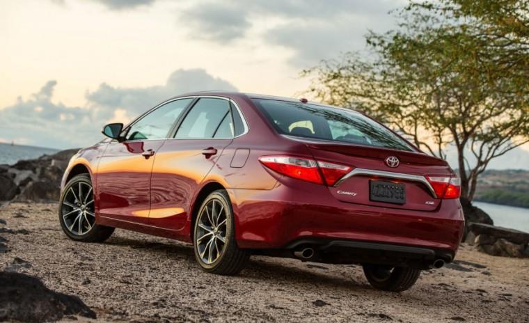 Phong cách Toyota Camry nổi bật với cụm đèn hậu đẹp hơn.