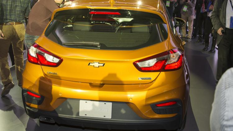 Chevrolet Cruze Diesel 2017 hai tùy chọn hộp số sàn và hộp số tự động (2).jpg