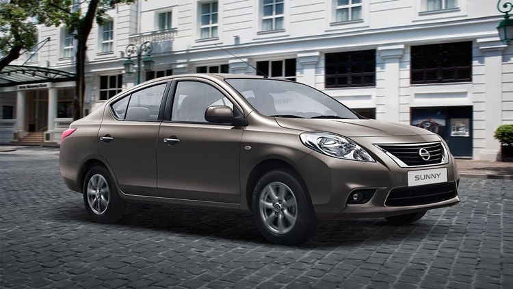 chi-tiet-ngoai-that-nissan-sunny-2016.jpg