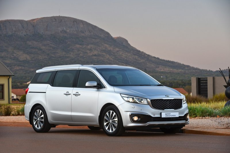 Cùng nhìn lại bảng giá xe của Kia Motors 8/2016 (P2)