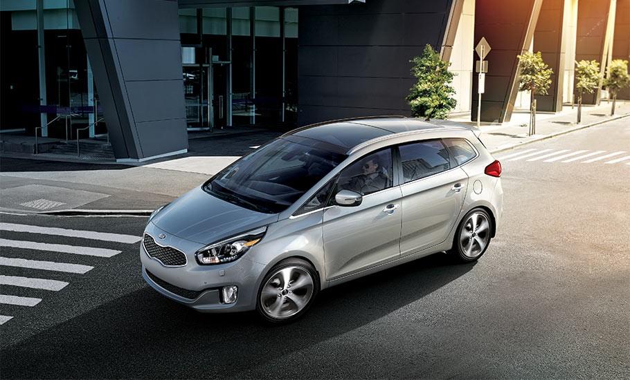 Cuộc đối đầu của Kia Rondo và Toyota Innova
