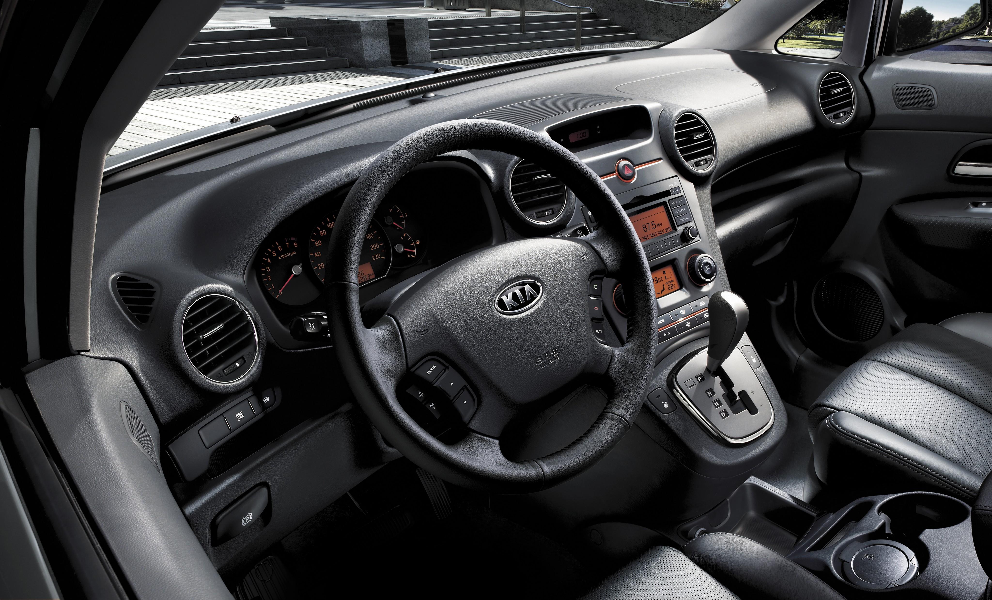 Đánh giá thiết kế xe KIA Carens 2010
