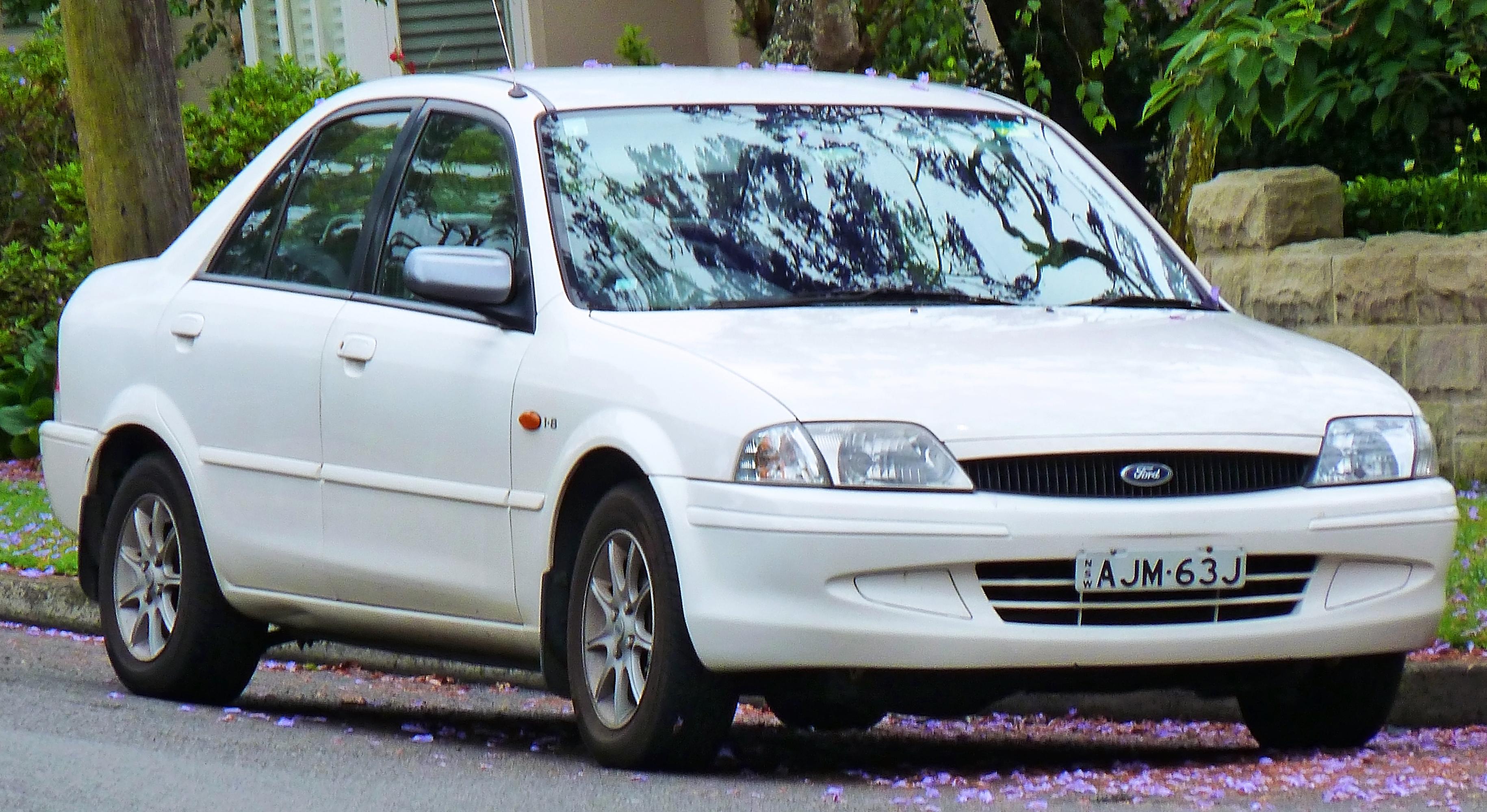 Ford Laser chính thức được giới thiệu ở Việt Nam tháng 12 năm 1999
