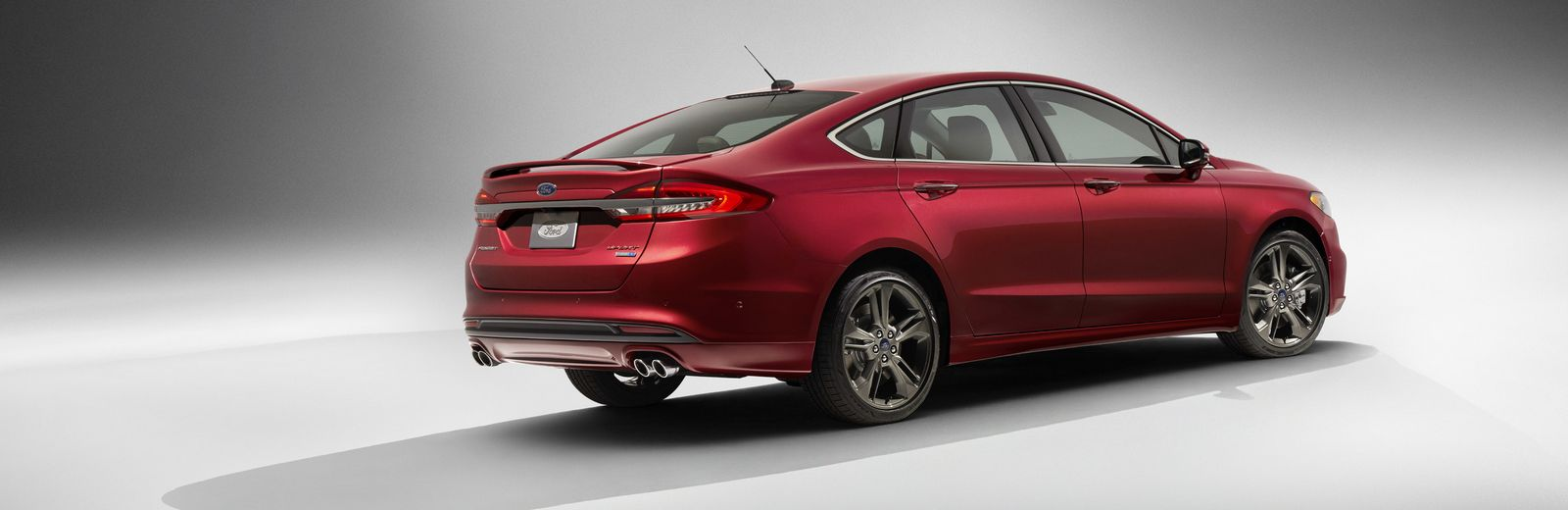 Ford Mondeo được trang bị động cơ EcoBoost V6 mạnh mẽ