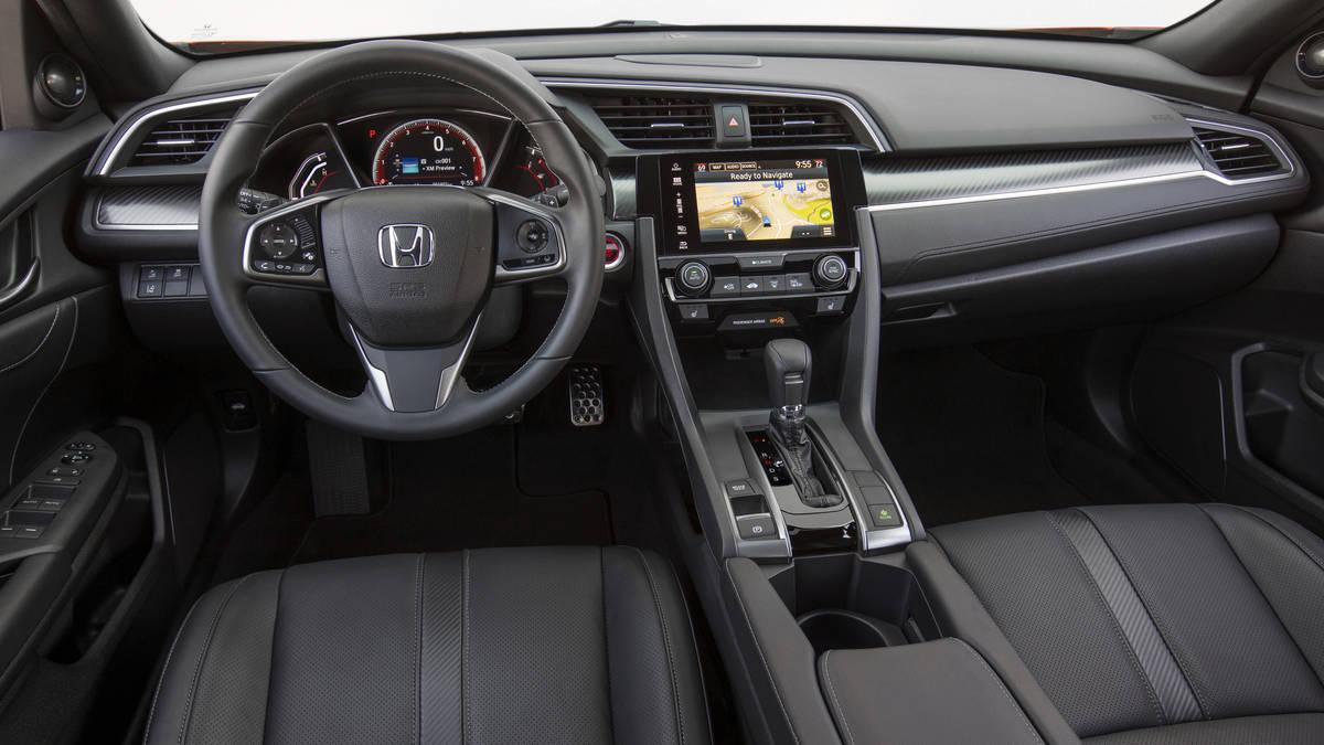 Bản hatchback có 2 tùy chọn động cơ xăng tăng áp