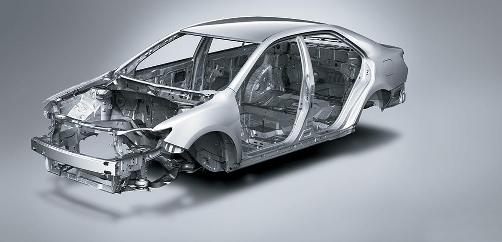 Khám phá động cơ và hệ thống an toàn của Toyota Camry 2015