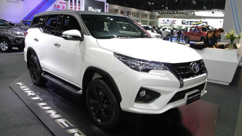 Khám phá nhanh Toyota Fortuner TRD Sportivo 2017