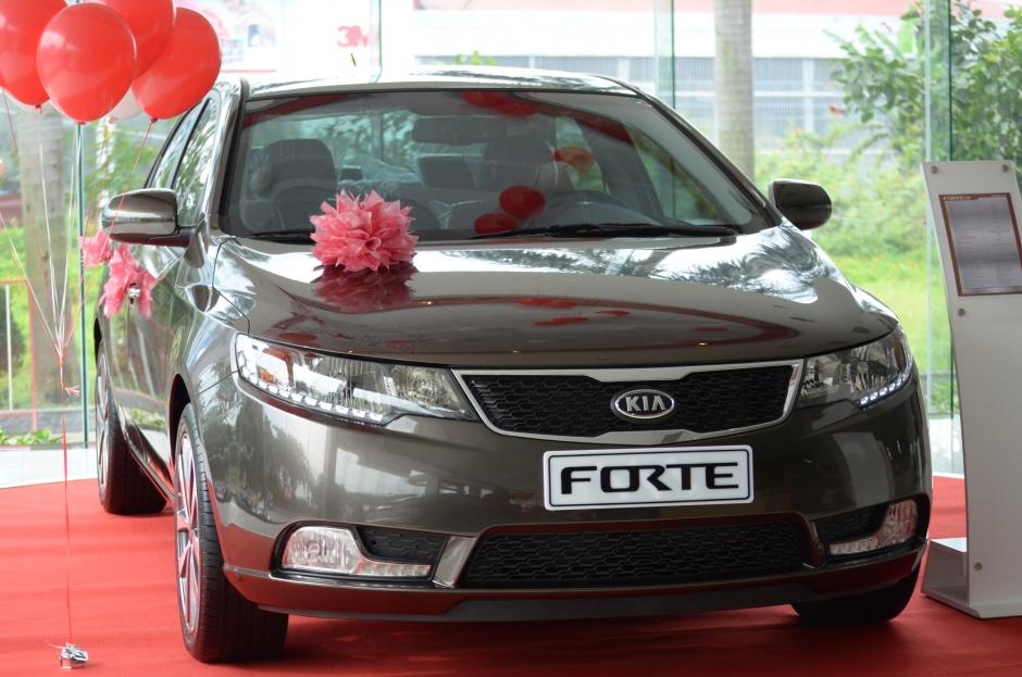 Kia Forte S có giá từ 590 triệu đồng