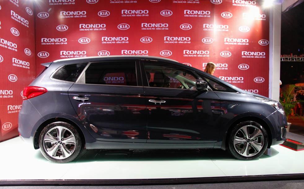 Kia Rondo có giá từ 729 triệu đồng (P1)