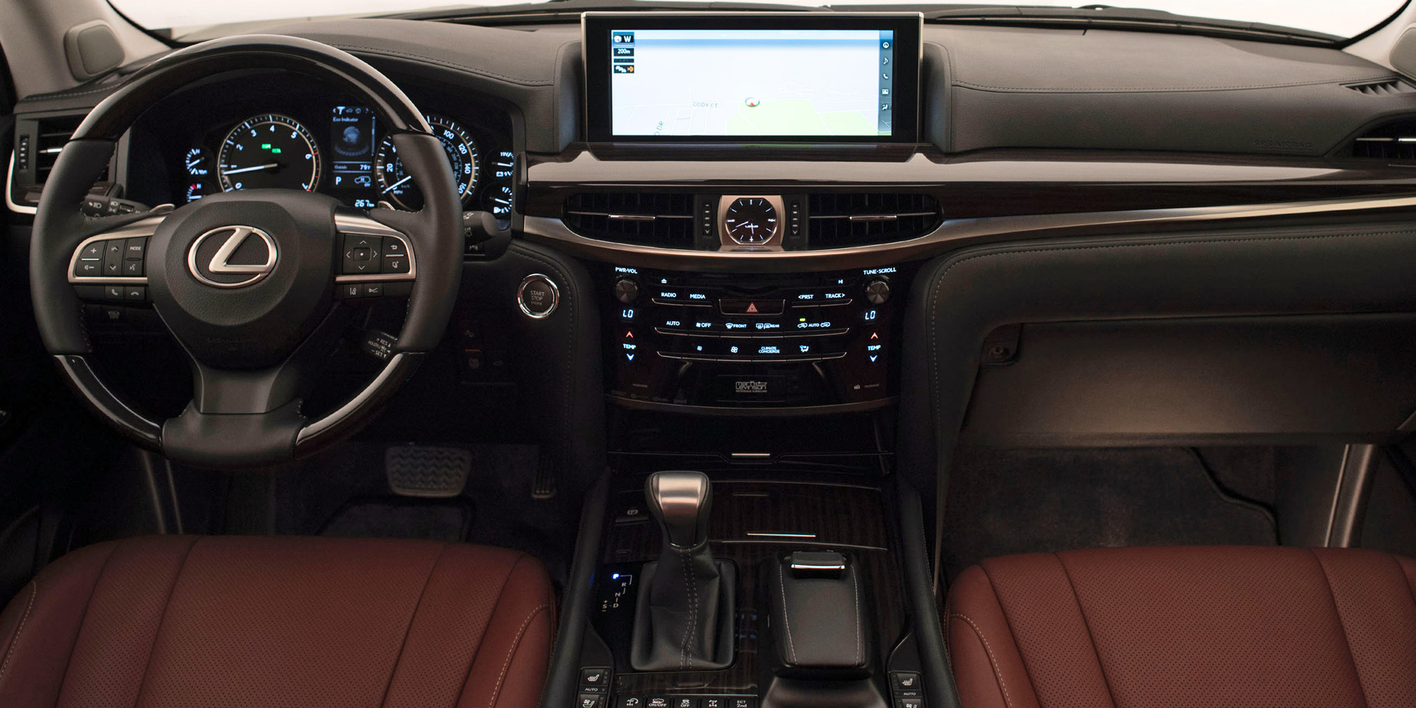 Lexus LX 570 nổi bật trong phân khúc SUV hạng sang