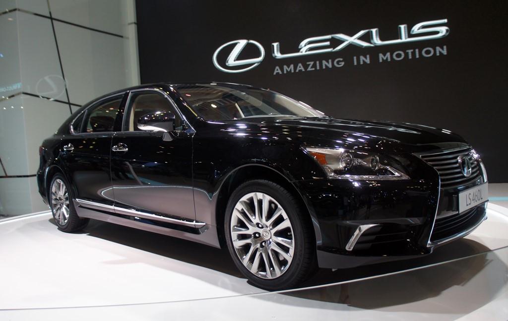 Lý giải chuyện mua ban oto Lexus tại Campuchia