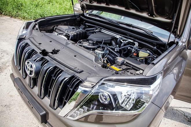 So sánh Land Cruiser Prado và Mitsubishi Pajero 2015