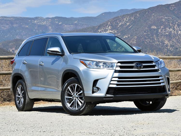 Xe nhập Mỹ: Chọn Ford Explorer 2017 hay Toyota Highlander 2017?