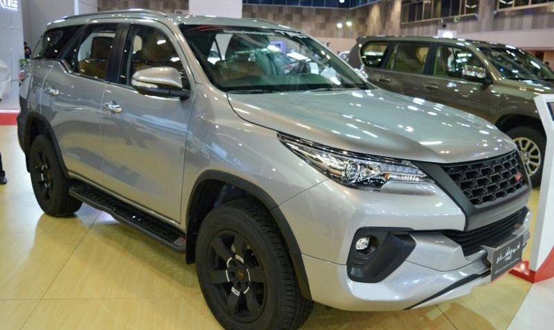 Xuat-hien-phien-ban-dong-co-40l-cua-toyota-fortuner-2017 (1).jpg