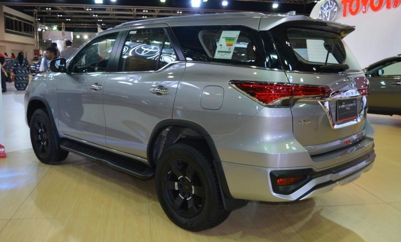 Xuat-hien-phien-ban-dong-co-40l-cua-toyota-fortuner-2017 (2).jpg